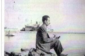 Francesc de Paula LLop pintando en el puerto de Valencia. en 1947. Archivo J.Ll. Llop.